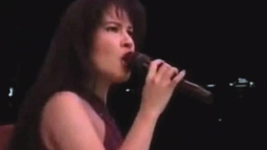 Selena_Cantando