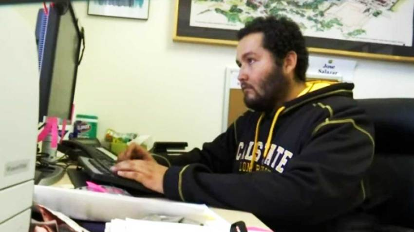 jose-salazar-presidente-estudiantes-cal-state-long-beach-california-indocumentado-pide-sueldo