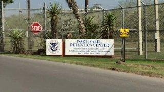 Entrada al centro de detencion de Puerto Isabel.