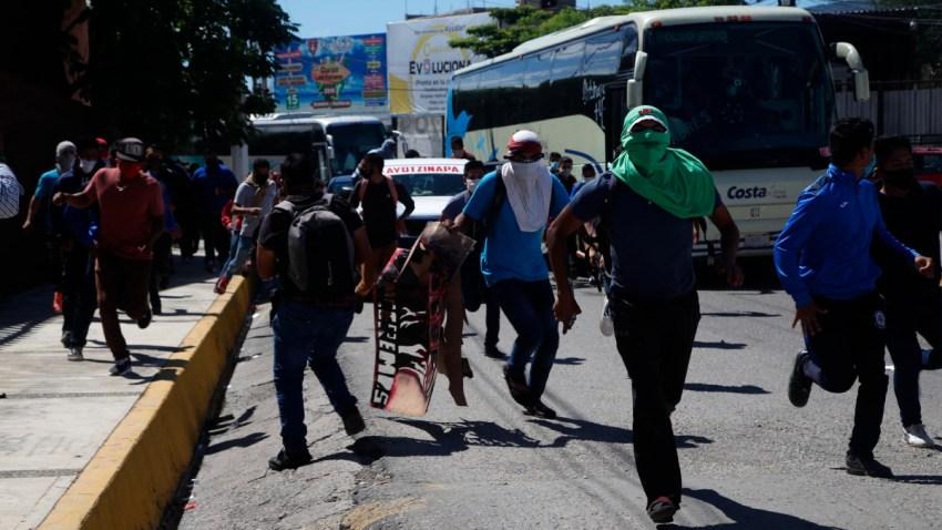 Manifestantes en el Congreso de Guerrero