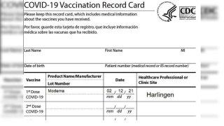 Foto de tarjeta de vacunación.