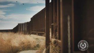 Foto de sección de muro fronterizo