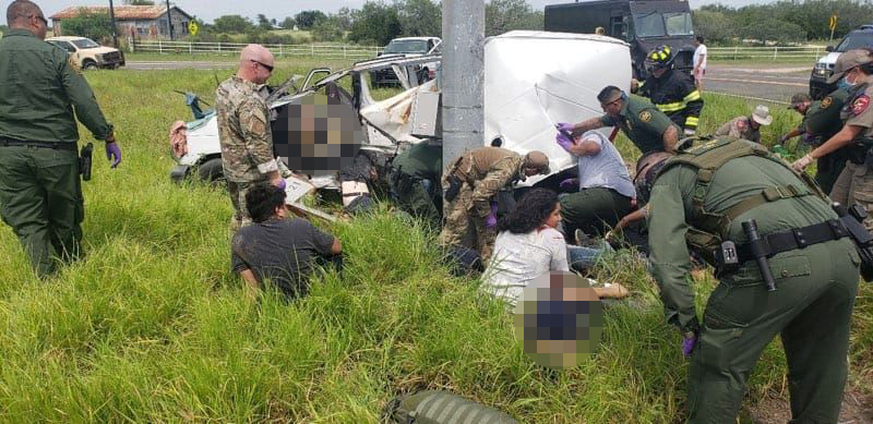 Aparatoso choque en Encino deja a varios migrantes muertos y otros heridos