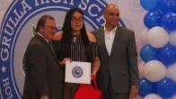 Telemundo 40 entrega becas a estudiantes de La Grulla
