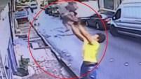 La familia de la niña le dio al adolescente una recompensa de 35 dólares. Mira aquí el momento del espectacular rescate.