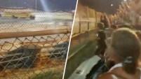 Un circuito en Indiana se salió de control luego de que el conductor de un autobús chocó contra una cerca.