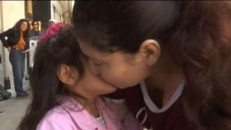 Emotivo: madre se reencuentra con hija tras 11 meses detenida por ICE