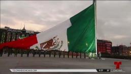 Bandera a media asta para conmemorar terremotos en México