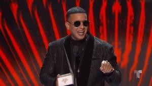 Daddy Yankee recibe el premio Ícono en los Latin AMAs