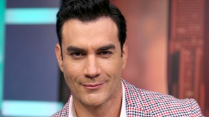 Revista afirma que David Zepeda es bisexual