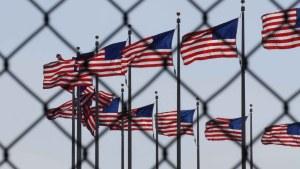 ¿Puede una persona arreglar su situación migratoria si fue deportada?