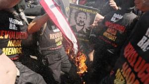 """Trump: """"pérdida de ciudadanía"""" por quema de bandera"""