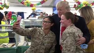 Trump y Melania visitan de sorpresa a tropas en Irak