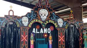 Altar de muertos en la pulga de alamo