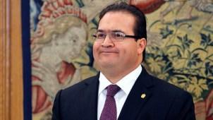 PRI expulsa a gobernador de Veracruz con licencia