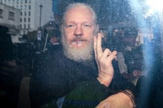 Preso en una cárcel británica, Assange tiene una queja