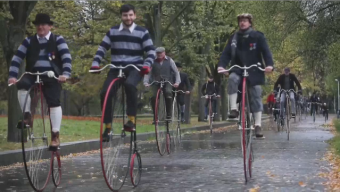 Retro-ciclistas: insólita carrera de bicicletas de rueda gigante