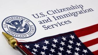 Gobierno propone duro aumento a tarifas de inmigración