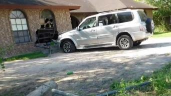 Familia sobrevive impacto de vehículo contra su hogar