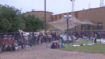 Inmigrantes abarrotan los centros de detención