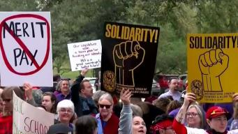 Protestan y exigen millones de dólares para la educación pública en Texas