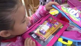 Reciben mochilas y útiles escolares en La Joya