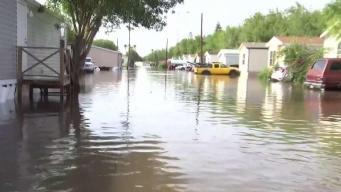 Residentes de Harlingen continúan bajo el agua