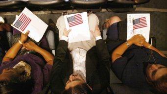 Inmigrantes con ciudadanía de EEUU ganan más dinero
