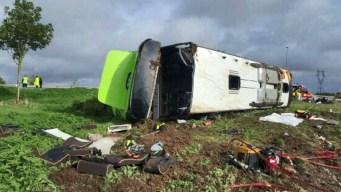 Francia: aparatoso accidente de autobús lleno de turistas