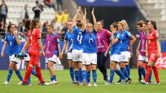 Italia golea 5-0 a Jamaica y pasa a la segunda ronda