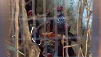 Dramático rescate de joven atrapada en una cueva