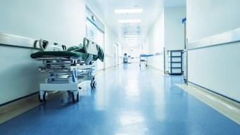 Escritora sufre un infarto y demanda a hospital por reanimarla