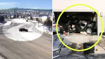 Video: anciano pisa el acelerador y atraviesa dos casas