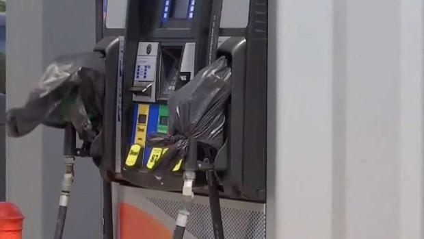 Autoridades advierten a gasolineras sobre precios tras Harvey