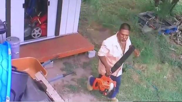 [TLMD - McAllen] Captan en cámara a hombre robándose herramientas