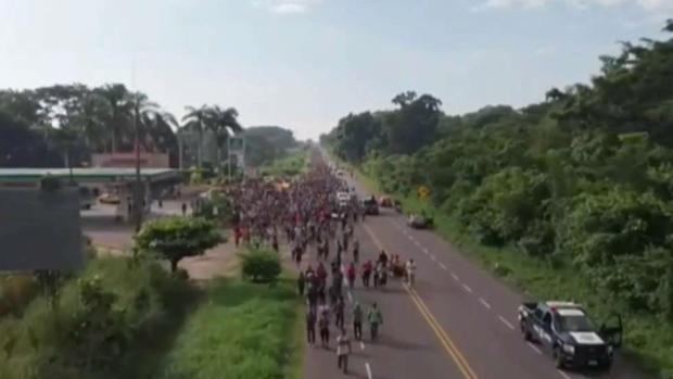 Caravana de migrantes avanza por México