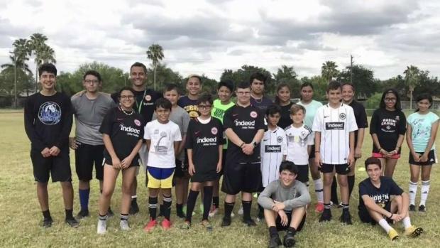 [TLMD - McAllen] Christian Yarussi ofreció clínica de fútbol en el Valle