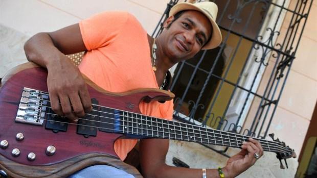 Descemer Bueno estrena tema con Enrique Iglesias
