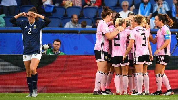 [WWC 2019 - PUBLICADO] Kim Little rompe la defensa argentina y anota el primero de Escocia