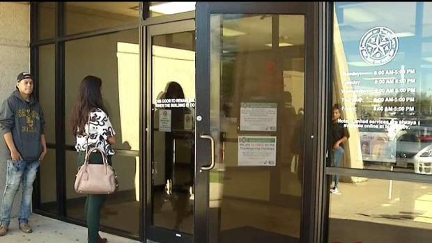 [TLMD - Dallas] Les niegan ID en oficinas del DPS Texas