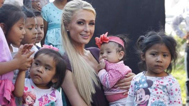 Paris Hilton regresa a México para verificar reconstrucción tras terremoto