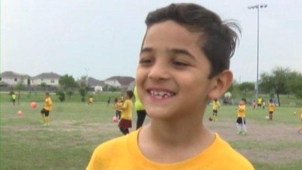Niño del Valle de Texas se destaca en el fútbol