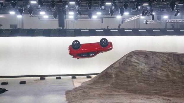 Jaguar lanza SUV que rompe impactante récord Guinness