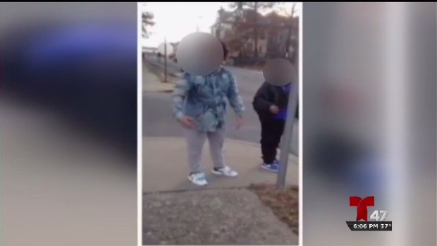 [TLMD - NY] Indignante video de brutal golpiza a un anciano