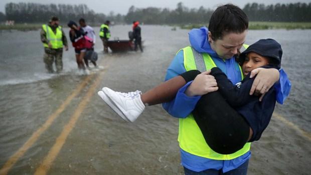 Fotos: dramáticos rescates en las entrañas del huracán Florence