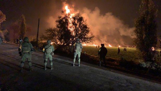 Explota toma clandestina de combustible en México