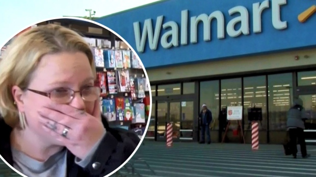 "Regalos gratis en Walmart misterioso ""Santa"" paga por todo"