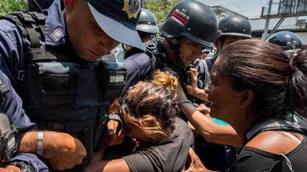 Horror en Venezuela: motín y llamas siembran la muerte