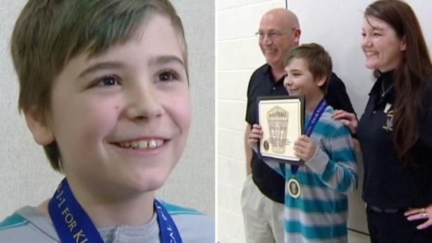 """Solo en casa: niño de 10 años """"héroe"""" se enfrenta a 3 ladrones"""