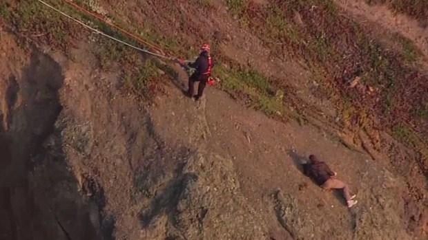 Increíble rescate de un hombre varado en un acantilado